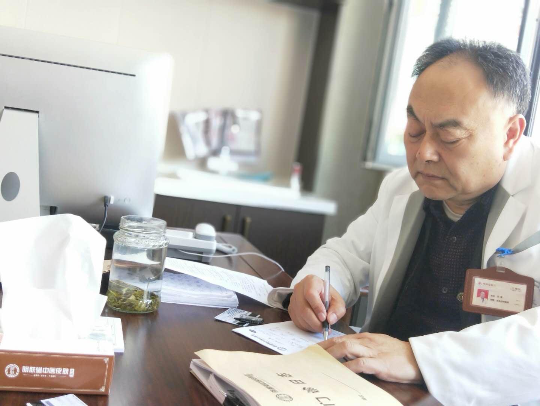 明肤堂名医专家万强:做一名为患者着想的好医生